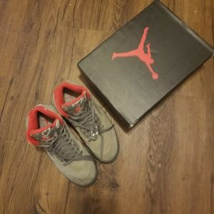 Air Jordan retro 4 gray. Size 9.5
